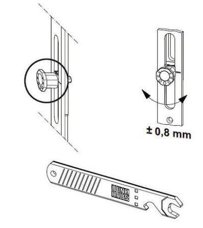 Justierung der Achtkantbolzen mit Verstellschlüssel - Pilzkopfverriegelung